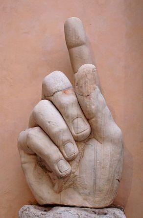 394px-Hand_Constantine_Musei_Capitolini_MC786
